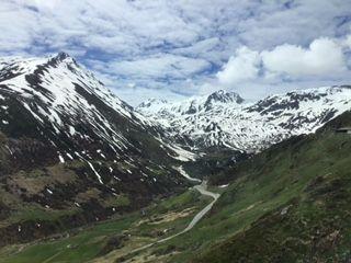 Blick auf wunderbare Bergwelt.jpg